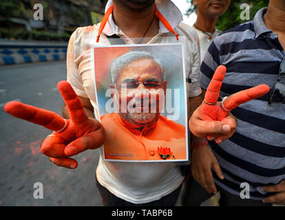 A supporter of BJP seen gesturing a sign of Victory Sign after hearing the election result of India in Kolkata. Bharatiya Janata Party (BJP) wins election in Kolkata, India. - Stock Photo