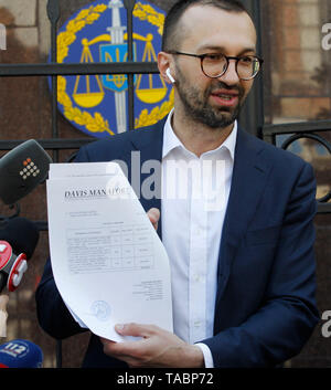 Ukrainian lawmaker Serhiy Leshchenko seen showing to journalists, originals of the documents, which were returned from USA by the FBI after ending the Manafort case investigations, before his visit to Prosecutor General Office in Kiev, Ukraine.  As Leshchenko said US political consultant Paul Manafort, journalist Larry King, and Svoboda Party in Ukraine received money from the so-called 'black ledgers' of the pro-Yanukovych Party of Regions during Presidential election campaign in 2010. On 14 May 2019, Ukrainian Prosecutor General Yuriy Lutsenko accused Leshchenko of interfering in the America - Stock Photo