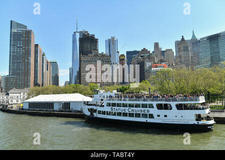 Statue Cruises ferry providing Ferry service to Liberty & Ellis Islands from Battery Park in New York. - Stock Photo