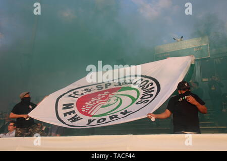 New York, USA. 23rd May, 2019. Football, friendly, New York Cosmos - FC St. Pauli. Fans hold a banner with the merging coats of arms of both clubs. The second division football team C St. Pauli lost on Thursday evening (local time) in front of several hundred spectators in the Rocco B. Commisso Stadium at the northern tip of Manhattan with 1:2 (1:1). Credit: Christina Horsten/dpa/Alamy Live News - Stock Photo