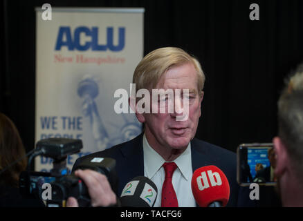 Concord, USA. 23rd May, 2019. Concord, NH, USA May 23 2019. Republican Presidential candidate and former Massachusetts Governor Bill Weld spoke to less than 100 people at the University of New Hampshire School of Law in Concord, NH. The event was organized by the New Hampshire American Civil Liberties Union (ACLU).  Photo shows Weld speaking with media after event. Credit: Chuck Nacke/Alamy Live News - Stock Photo