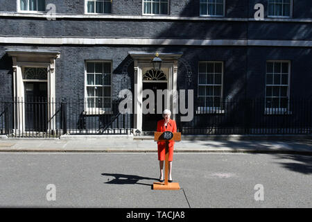 London, UK. 24th May, 2019. Prime Minister Theresa May announces date of her resignation as Conservative Party leader, at No.10 Downing Street, London Credit: Nils Jorgensen/Alamy Live News - Stock Photo