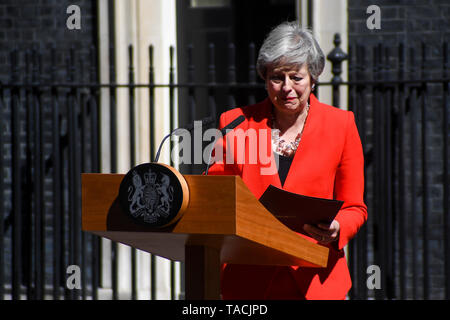 London, UK. 24th May, 2019. British Prime Minister Theresa May speaks to the media outside 10 Downing Street in London, Britain on May 24, 2019. Theresa May said on Friday that she will quit as leader of the Conservative party on June 7, paving the way for the process of electing her successor. Credit: Alberto Pezzali/Xinhua/Alamy Live News - Stock Photo