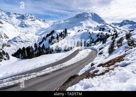 Austria, Tyrol, Kaunertal, glacier road in winter