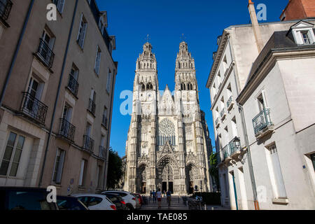 Tours (central western France): Tours Cathedral (French: Cathedrale Saint-Gatien de Tours), classified as a National Historic Landmark (French 'Monume - Stock Photo