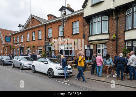 People socialising and enjoying a drink outside the George and Dragon pub, The Causeway, High Street, Marlow - Stock Photo