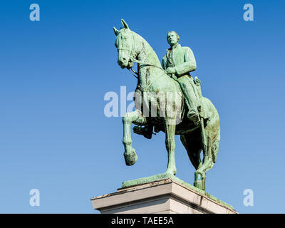 Low angle view of the equestrian statue of King Albert I of Belgium on the Mont des Arts in Brussels, Belgium, against blue sky. - Stock Photo