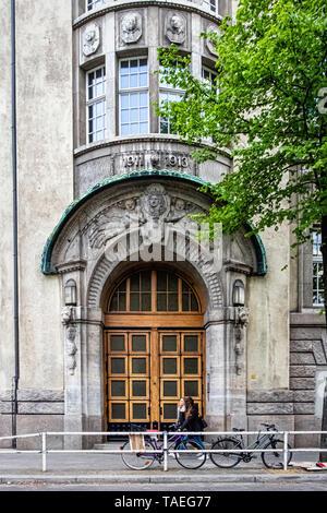 Schiller-Gymnasium, Schiller High School in Historic listed building built 1913 in Berlin, Charlottenburg. Building exterior & facade - Stock Photo