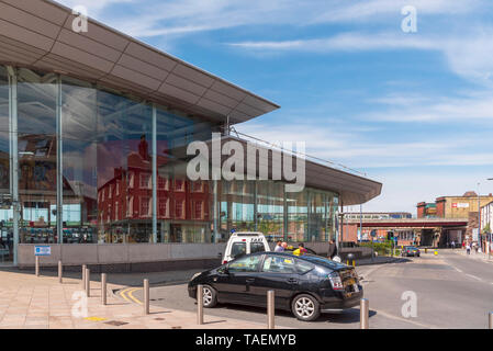 Warrington town centre. Travel Interchange. Bus station Central railway station and taxi rank. - Stock Photo