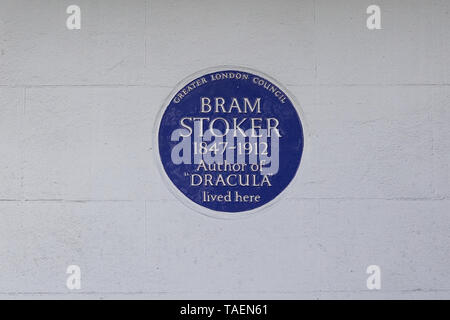 Bram Stoker, Author of Dracula lived here, Greater London Council  blue plaque - Stock Photo