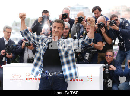 Cannes, France. 24th May, 2019. US actor Sylvester Stallone poses at a photocall for 'Rendez-vous with Sylvester Stallone' during the 72nd Cannes Film Festival in Cannes, France, May 24, 2019. The 72nd Cannes Film Festival is held from May 14 to 25. Credit: Gao Jing/Xinhua/Alamy Live News - Stock Photo