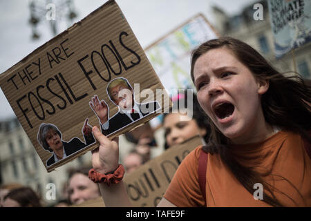 Glasgow, UK. 24th May 2019.  The contuing Friday stikes by chldren and youths, to protest against inadequate action by governments on the climate crisis. Credit: jeremy sutton-hibbert/Alamy Live News - Stock Photo