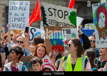Glasgow, Scotland, UK. 24th May, 2019. Youth Strike 4 Climate student demonstration. Students across the UK are protesting against climate change and the lack of action by the Government.  Credit: Skully/Alamy Live News - Stock Photo