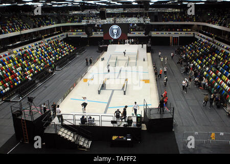 London, UK. 24th May, 2019. A General view of the Men's practice. 2019 SLS World Tour, Street League Skateboarding event at the Copper Box arena, Queen Elizabeth Olympic Park in London on Friday 24th May 2019 this image may only be used for Editorial purposes. Editorial use only, license required for commercial use. pic by Steffan Bowen/Andrew Orchard sports photography/Alamy Live news Credit: Andrew Orchard sports photography/Alamy Live News - Stock Photo