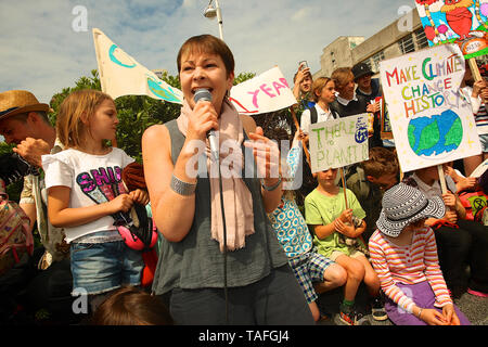 Brighton, UK. 24th May, 2019. School children in Brighton go on strike to campaign and demand that the government do something about global warming. Credit: Rupert Rivett/Alamy Live News - Stock Photo