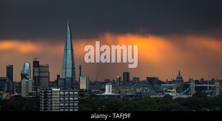London, UK. 24th May, 2019. UK Weather: Dramatic warm light rays fill the sky over the city just prior to sunset with The Shard skyscraper building in view. Credit: Guy Corbishley/Alamy Live News - Stock Photo