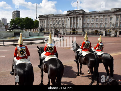 The Mall, London, UK. 25th May, 2019. The Major General's Review, the first rehearsal for the Trooping the Colour. Credit: Matthew Chattle/Alamy Live News - Stock Photo