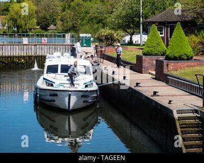 Boat Passing threw Hambledon Lock, River Thames, Berkshire, England, UK, GB. - Stock Photo
