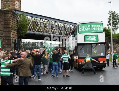 25th May, 2019. Glasgow, Scotland, UK, Europe. Scottish Cup winners, Celtic Football Club fans celebrate their teams achievement of three consecutive seasons winning all domestic trophies. The first time a domestic club has completed the triple treble in world football. Pictured are the players and staff aboard open top buses surrounded by exuberant fans - Stock Photo