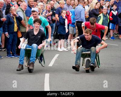 News UK: Wirksworth wheelbarrow race, 25th May 2019  Derbyshire Dales, Peak District, Derbyshire, England, UK - Stock Photo