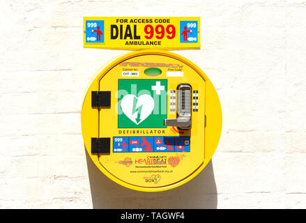 Public wall-mounted defibrillator in town centre, High Street, Banbury, Oxfordshire, England, United Kingdom - Stock Photo