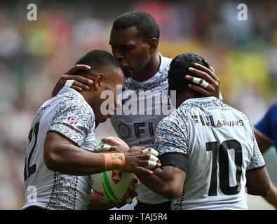 Twickenham. London. UK. 25th May 2019. HSBC world rugby sevens series. Try scorer Livai Ikanikoda (Fiji, left) is congratulated by Josua Vakurunabili (Fiji) and Alasio Naduva (Fiji, 12). 25/05/2019. Credit: Sport In Pictures/Alamy Live News - Stock Photo