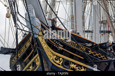 LONDON GREENWICH THE BOWSPRIT AND FIGUREHEAD ON THE TEA CLIPPER THE CUTTY SARK - Stock Photo