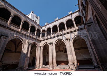 View of the central convent courtyard at the San Nicolas Tolentino Temple and Ex-Monastery in Actopan, Hidalgo, Mexico. The colonial church and convent  was built in 1546 and combine architectural elements from the romantic, gothic and renaissance periods. - Stock Photo