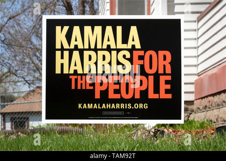 Yard sign for democratic presidential candidate Kamala Harris in Minneapolis, Minnesota.  The sign states Kamala Harris for the People. - Stock Photo