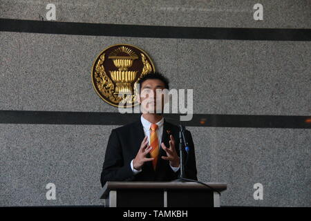 Bangkok, Thailand. 25th May, 2019. Thailand's Future Forward party leader Thanathorn Juangroongruangkit speaks during a press conference held at the TOT head office in Bangkok, Thailand, May 25, 2019. Thanathorn on Saturday officially ceased his duty as MP according to a court order, minutes after being sworn in. Credit: Yang Zhou/Xinhua/Alamy Live News - Stock Photo