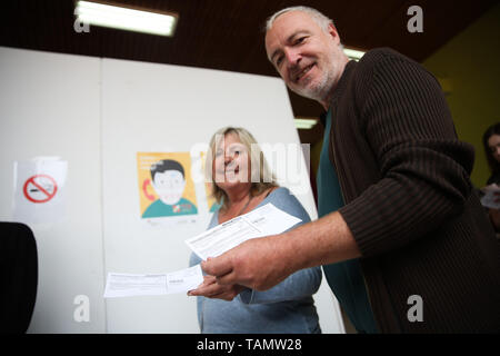 Brussels, Belgium. 26th May, 2019. People prepare to vote at a polling station in Brussels, Belgium, May 26, 2019. The European Parliament (EU) elections started in Belgium on Sunday. Credit: Zheng Huansong/Xinhua/Alamy Live News - Stock Photo
