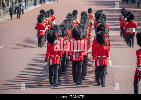London, UK, Coldstream Guards march along The Mall to The Major Generals Review rehearsal for Trooping the Colour 2019. Credit: Malcolm Park/Alamy. - Stock Photo