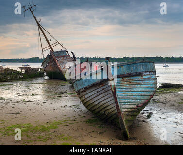 Old abandoned fishing boats at Pin Mill on the banks of the River Orwell on the Shotley peninsula near Ipswich on the Suffolk coastline - Stock Photo