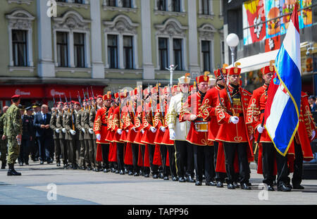 (190526) -- ZAGREB, May 26, 2019 (Xinhua) -- Croatian soldiers from the Honor Guard Battalion perform the Ceremony of the Changing of the Guards at Ban Josip Jelacic Square to mark the 28th anniversary of the Croatian Army in Zagreb, Croatia, on May 26, 2019. (Xinhua/Josip Regovic) - Stock Photo