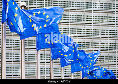 26 May 2019, Belgium, Brüssel: Numerous European flags flutter in the wind in front of the Berlaymont building, the seat of the European Commission. From 23 May to 26 May, the citizens of 28 EU states will elect a new parliament. Photo: Marcel Kusch/dpa