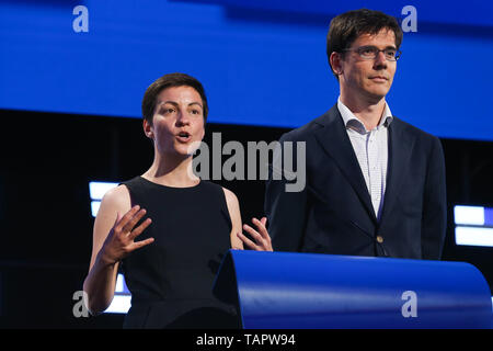Brussels, Belgium. 27th May 2019. European Greens lead candidates to the Presidency of the European Commission Ska Keller (L) and Bas Eickhout are seen at the European Parliament in Brussels, Belgium, May 27, 2019. Voters in Germany, Lithuania, Cyprus, Bulgaria, Greece and Italy cast their ballots on Sunday in elections to the European Parliament (EP). Credit: Xinhua/Alamy Live News - Stock Photo