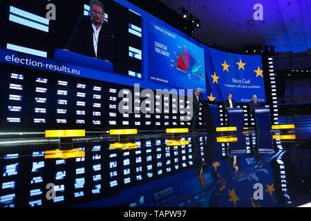 Brussels, Belgium. 27th May 2019. European Left lead candidate to the Presidency of the European Commission Nico Cue (1st L) speaks at the European Parliament in Brussels, Belgium, May 27, 2019. Voters in Germany, Lithuania, Cyprus, Bulgaria, Greece and Italy cast their ballots on Sunday in elections to the European Parliament (EP). Credit: Xinhua/Alamy Live News - Stock Photo