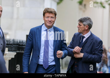 London, UK. 27th May, 2019. Westminster, London, 27 May 2019 - Richard Tice MEP and chairman of Brexit Party arrives at the EU election results press conference in Westminster. The newly formed Brexit Party wants the UK to leave the EU without an agreement won 10 of the UK's 11 regions, gaining 28 seats, more than 32% of the vote across the country and are largest party in nine regions. Credit: Dinendra Haria/Alamy Live News - Stock Photo