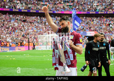London, UK. 27th May, 2019. Thumbs up from Mile Jedinak (15) of Aston Villa during the Sky Bet Championship match between Aston Villa and Derby County at Wembley Stadium, London on Monday 27th May 2019. (Credit: Jon Hobley | MI News) Credit: MI News & Sport /Alamy Live News - Stock Photo