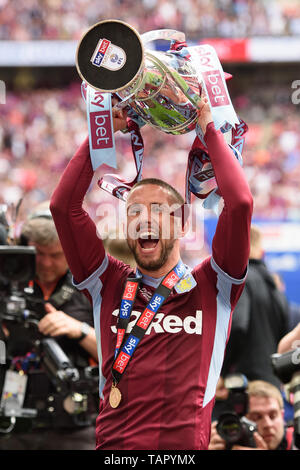 London, UK. 27th May, 2019. Conor Hourihane (14) of Aston Villa holds the trophy during the Sky Bet Championship match between Aston Villa and Derby County at Wembley Stadium, London on Monday 27th May 2019. (Credit: Jon Hobley | MI News) Credit: MI News & Sport /Alamy Live News - Stock Photo