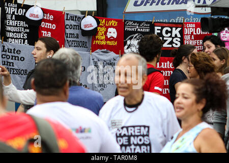 "RJ - Rio de Janeiro - 05/26/2019 - Stop killing us - Rio de Janeiro - ""Stop killing us"", an event organized by militants from the communities of Rio de Janeiro, occurs at Posto 8 in Ipanema, Rio Sul of January. Photo: Bruno Baketa / AGIF - Stock Photo"