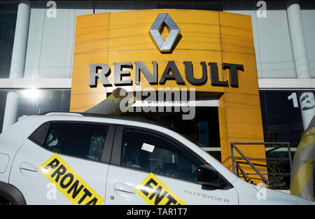 SÃO PAULO, SP - 27.05.2019: FIAT E RENAULT PODEM SE JUNTAR - Renault logo is seen in the company's concensionaire in the south of the capital of São Paulo on the afternof this Monday (27). The company is studyingying merger proposal with Fiat Chrysler Automobiles (FCA). (Photo: Bruno Rocha/Fotoarena) - Stock Photo