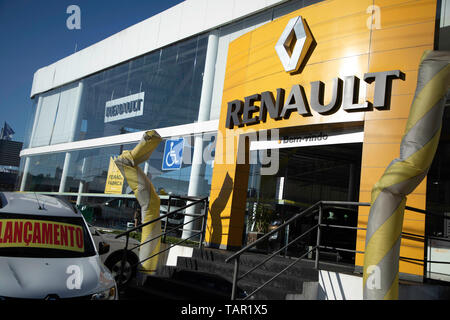SÃO PAULO, SP - 27.05.2019: FIAT E RENAULT PODEM SE JUNTAR - Renault logo is seen in the company's concensionaire in the south of the capital of São Paulo on the afternoon of this Monday (27). The com is studyingying merger proposal with Fiat Chrysler Automobiles (FCA). (Photo: Bruno Rocha/Fotoarena) - Stock Photo