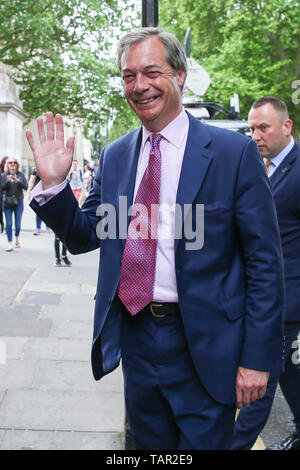 London, UK. 27th May, 2019. Westminster, London, 27 May 2019 - Nigel Farage, leader of the Brexit Party and a MEP for South East England arrives at the EU election results press conference in Westminster. The newly formed Brexit Party wants the UK to leave the EU without an agreement won 10 of the UK's 11 regions, gaining 28 seats, more than 32% of the vote across the country and are largest party in nine regions. Credit: Dinendra Haria/Alamy Live News - Stock Photo