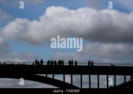 Thurland, Germany. 12th May, 2019. The onlookers are standing on a bridge over the A9 motorway to watch vintage cars. Credit: Jan Woitas/dpa-Zentralbild/dpa/Alamy Live News - Stock Photo