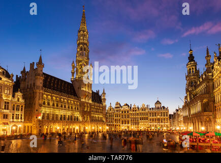 Night sunset hotel de ville town hall city hall Brussels Town Hall Hôtel de Ville de Bruxelles Brussels grand place Brussels Belgium Eu Europe - Stock Photo
