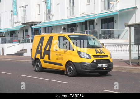 AN AA AUTOMOBILE ASSOCIATION FORD TRANSIT VAN DRIVING ALONG AN URBAN ROAD IN FULL SUNSHINE - Stock Photo