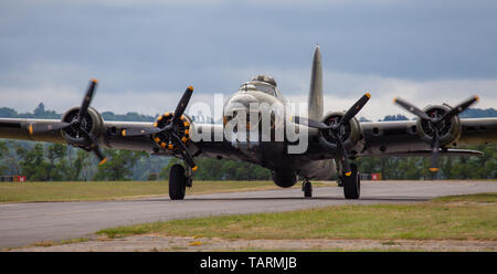 Boeing B-17 Flying Fortress G-BEDF taxiing at Duxford Aerodrome - Stock Photo