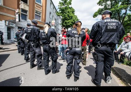Dortmund, Nordrhein Westfalen, Germany. 25th May, 2019. Special commandos from the NRW police in Germany check incoming neonazis for contraband and weapons. Prior to the European Elections, the neonazi party Die Rechte (The Right) organized a rally in the German city of Dortmund to promote their candidate, the incarcerated Holocaust denier Ursula Haverbeck. The demonstration and march were organized by prominent local political figure and neonazi activist Michael Brueck (Michael Brück) who enlisted the help of not only German neonazis, but also assistance from Russian, Bulgarian, Hungarian, - Stock Photo