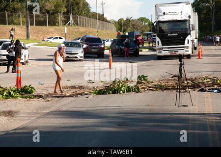 Manaus, Brazil. 27th May, 2019. Am. BR147 closed by relatives of victims of the rebellion in prison Anísio Jobim. Credit: Amarildo Oliveira/FotoArena/Alamy Live News - Stock Photo